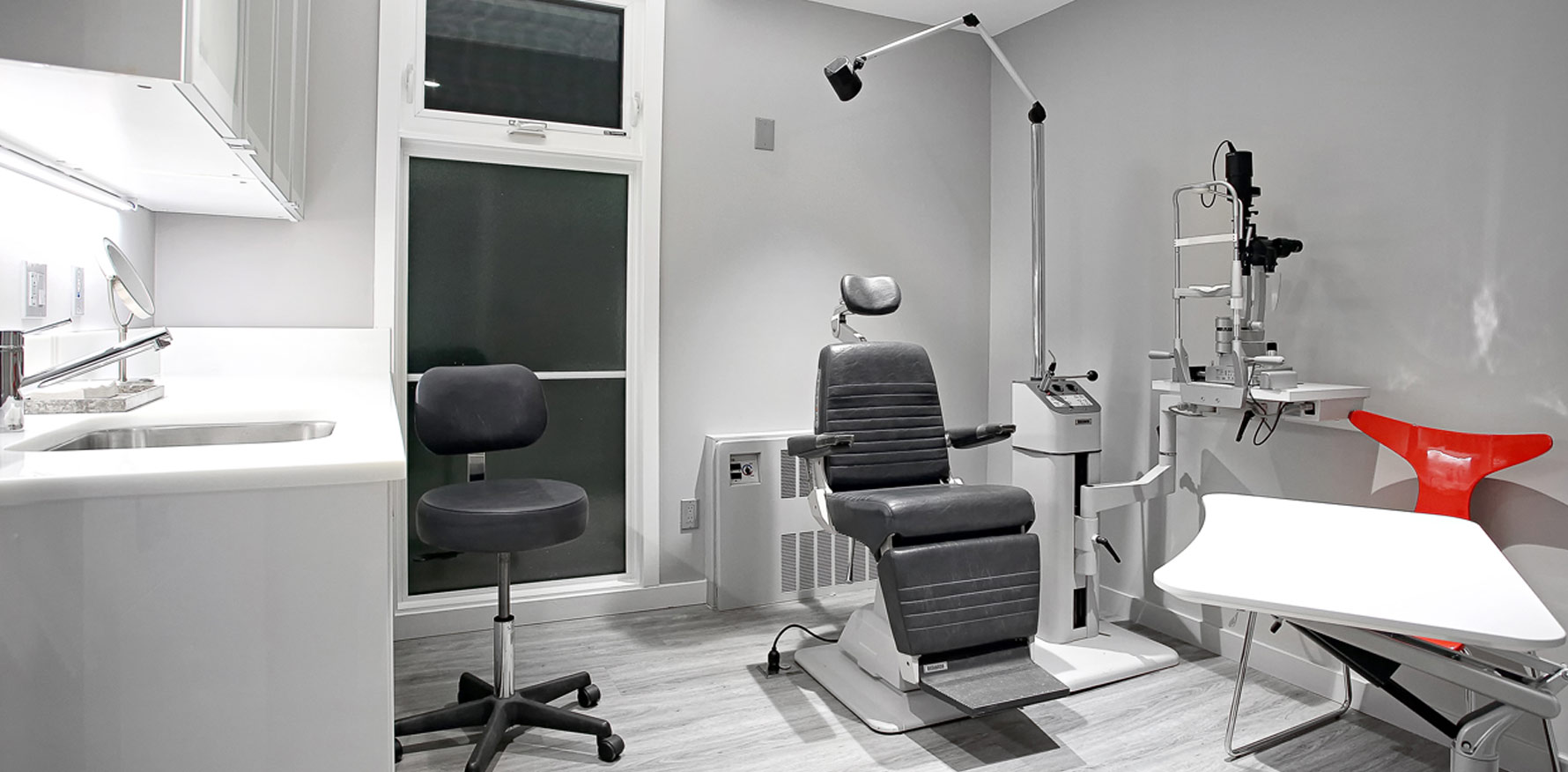 cosmetic and reconstructive eye plastic surgery exam room